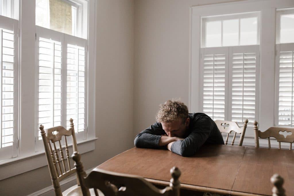 Wpływ COVID-19 na stan zdrowia psychicznego - depresja