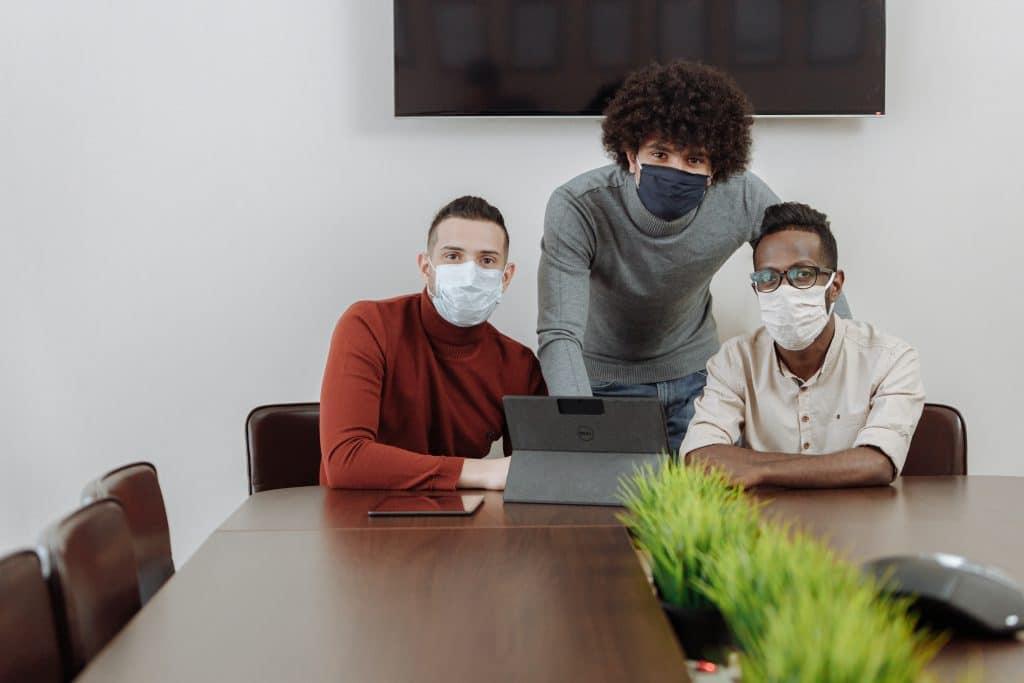 Zakażenie wirusem SARS-CoV-2 (COVID-19) w miejscu pracy