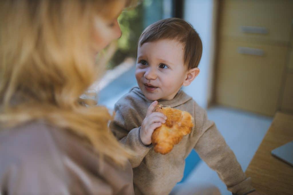 Wprowadzenie pokarmów stałych do diety dziecka